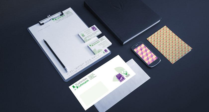 Individuelle Briefumschläge und Visitenkarten